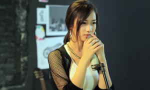 Hot girl Trâm Anh đóng MV cho bạn thân của người yêu