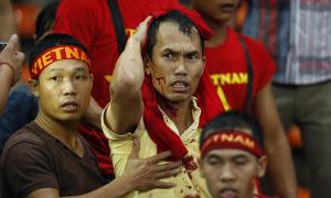 Cảnh sát bắt hooligan hành hung fan Việt