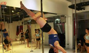 Cuộc sống của một vũ công múa cột quán bar ở Bắc Kinh