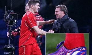 Gerrard đi giày 'độc' kỷ niệm 700 lần ra sân
