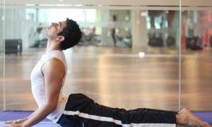 Yoga không lo đầy bụng ngày Tết