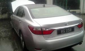 Quý tử trộm xe Lexus tiền tỷ, gia đình báo công an