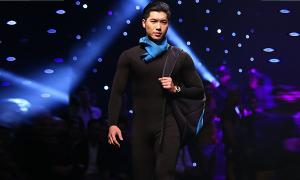 Trương Nam Thành mặc jumpsuit đi catwalk