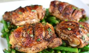 Thịt gà chiên tiêu thơm nức