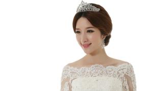 Cô dâu châu Á đẹp như mơ với váy cưới lãng mạn