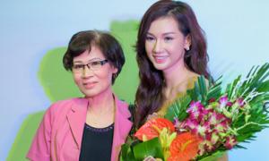 Quỳnh Chi đưa mẹ ra Hà Nội xem phim