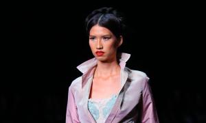 Hồng Xuân làm vedette show Alexis Mabille