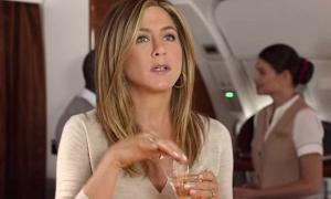 Thói quen kỳ quặc trên máy bay của sao Hollywood