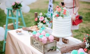 Trang trí tiệc cưới ngoài trời theo tông màu pastel