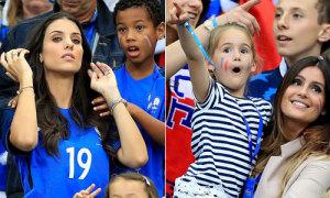 Vợ đẹp con xinh của tuyển thủ Pháp rạng rỡ trên khán đài