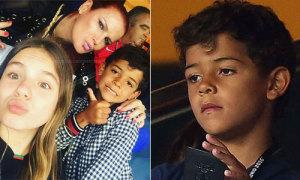 Con trai C. Ronaldo 'đi tươi rói, về buồn thiu'
