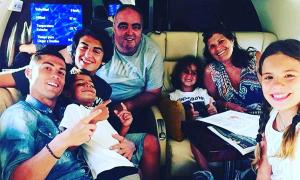 C. Ronaldo đoàn tụ gia đình