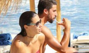 Khedira đi nghỉ mát cùng siêu mẫu hai con