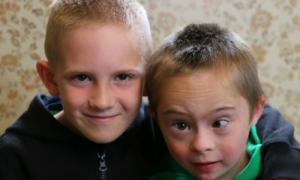Video cảm động của anh và em trai mắc bệnh down