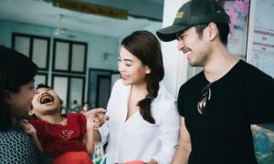 Trương Ngọc Ánh cùng 'người tình' trên màn ảnh đi từ thiện
