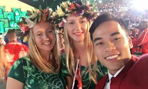 Hot boy Thành Ngưng 'tíu tít' selfie với các người đẹp