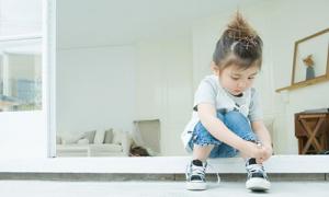 Video mẹ dạy con buộc dây giày thu hút 6 triệu lượt xem