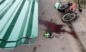 Bé trai 9 tuổi tử vong vì bị tấm tôn cứa cổ
