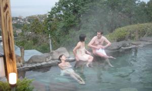 Nam nữ khỏa thân tắm chung - điều chỉ có ở Nhật Bản