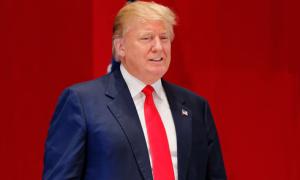 Donald Trump bị chê mặc xấu dù dùng toàn hàng hiệu đắt tiền