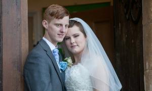 Đám cưới của thiếu nữ bị ung thư chỉ còn vài tháng để sống