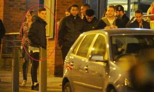 Sao Liverpool mời 15 người đi ăn mừng khỏi chấn thương