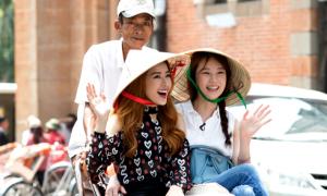 Chi Pu đưa Á hậu Hàn Quốc đi ngắm cảnh Sài Gòn