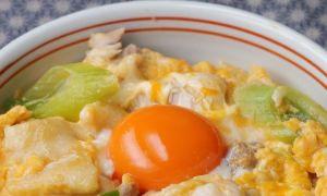 Trứng sốt thịt gà ngon cơm