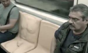 Mexico lắp 'ghế dương vật' trên tàu, lên án quấy rối tình dục