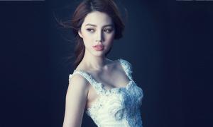 Jolie Nguyễn quyến rũ với váy đính kết cầu kỳ