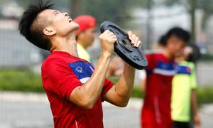 Cầu thủ U20 Việt Nam 'bở hơi tai' khi rèn thể lực giữa trời nóng