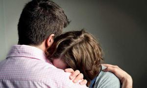 Cặp vợ chồng đi khám vô sinh phát hiện là anh em sinh đôi