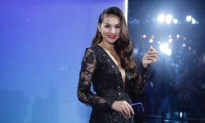 Màn hình vô cực của Galaxy S8 'cưa đổ' sao Việt