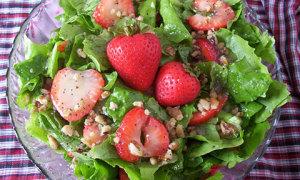 Salad dâu tây chào hè