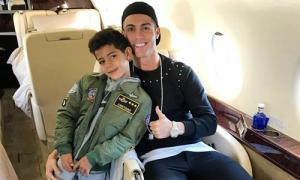 Bố con C. Ronaldo cùng lập hattrick trong một tuần