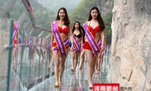 Trung Quốc tổ chức thi sắc đẹp trên cầu kính cao 1.000 m