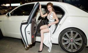 Hoa hậu Sella Trương đeo kim cương, khoe ngực đầy tại sự kiện