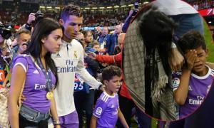 Bạn gái đeo HC vàng, vỗ về con trai C. Ronaldo đang khóc