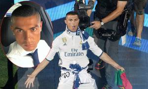 C. Ronaldo cạo tóc, 'quậy' tưng bừng trong lễ mừng công