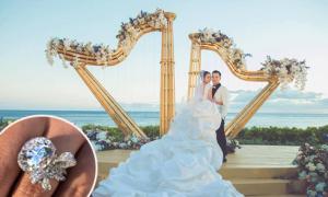 An Dĩ Hiên diện váy cưới 'đám mây trắng', đeo nhẫn 10,5 carat ngày lên xe hoa