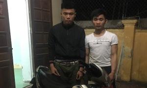 Hai tên cướp ngáng cảnh sát cho đồng bọn tẩu thoát