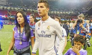 Rộ tin C. Ronaldo vừa đón cặp song sinh, một trai một gái