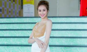 Hoa hậu Sella Trương ngồi 'ghế nóng' cuộc thi sắc đẹp