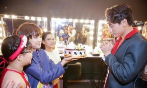 Isaac bất ngờ khi được các học trò Idol Kids chúc mừng sinh nhật
