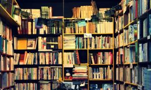 Tủ sách đầu độc cả gia đình