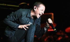 Người giúp việc đau đớn gào khóc khi phát hiện trưởng nhóm Linkin Park treo cổ