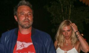 Sau ly hôn, Ben Affleck quấn quýt đêm ngày bên bạn gái mới