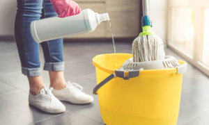 Suýt chết vì ngộ độc clo từ nước lau sàn nhà
