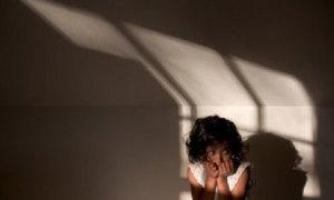 Bé gái 4 tuổi bị anh trai lạm dụng tình dục