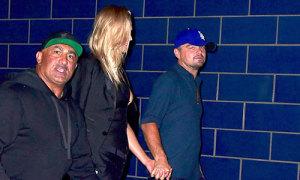 Leonardo DiCaprio nắm tay người yêu cũ đi chơi đêm